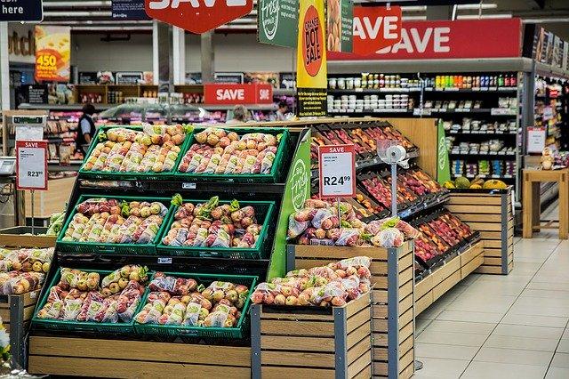 スーパーの食料品売り場