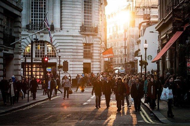 イギリスの街ゆく人々