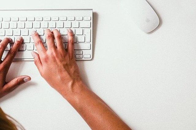 白いキーボード