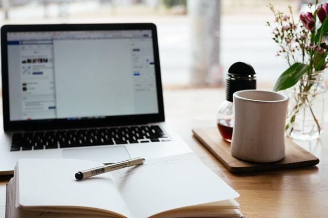 テーブルでブログを執筆
